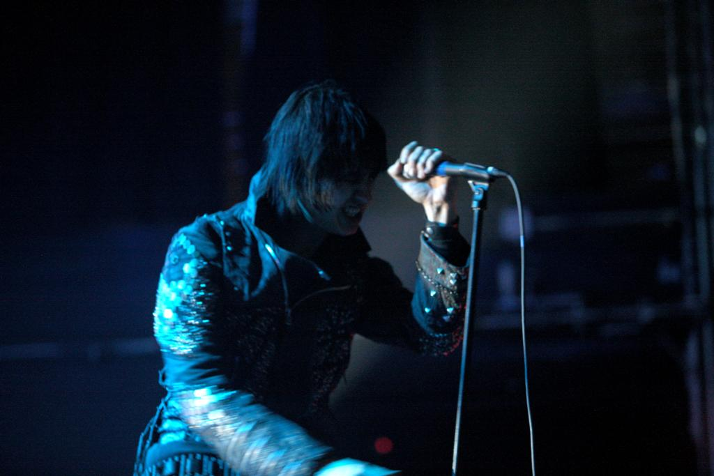 julian-casablancas-nyc-011510-07